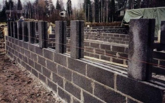 стена из керамзитобетонного блока